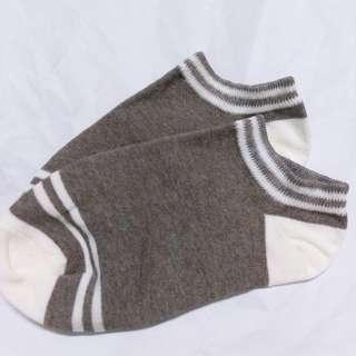 🚚 深灰色條紋襪子