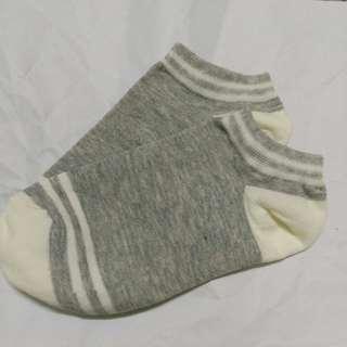 🚚 淺灰色條紋襪子