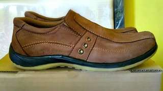 Sepatu fantopel kulit