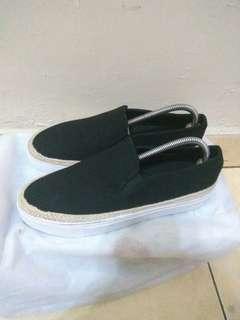 Sepatu Zalora Slip on Black