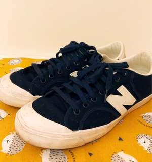 Newbalance深藍x白色運動鞋