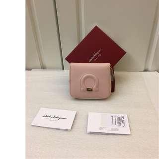 1140# 100% NEW Ferragamo粉色真皮短錢包 100%真貨 ($3900包郵,不退換)(特別款)