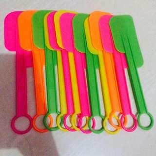Spatula plastik 25rb isi 12 spatula
