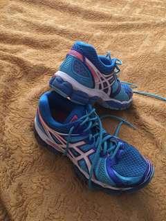 Size 9 women's asics sneakers