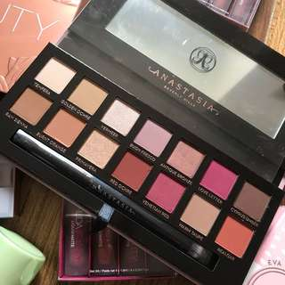 ‼️CLEARANCE‼️ ANASTASIA BEVERLY HILLS MODERN RENAISSANCE ABH PALETTE BRUSH