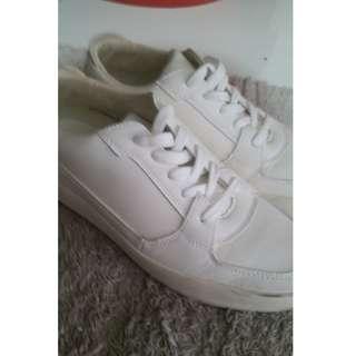 Zalora White sneaker