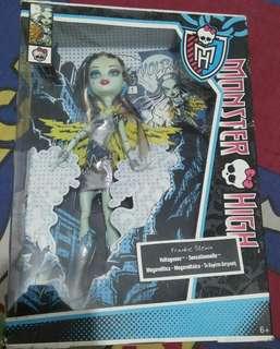 Boneka barbie cat tastrophie & Volta geaous edisi MONSTER HIGH.