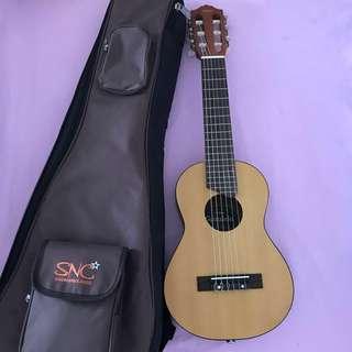 Yamaha GL1 Guitalele Guitarlele with Thick Padded Bag