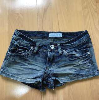 9成新 超低腰牛仔短褲-S (含運)
