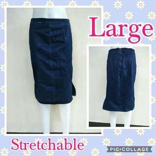 Fitted soft denim skirt