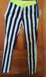 直條紋褲子