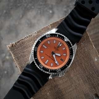 Jam tangan Seiko diver orange 7002-700A,