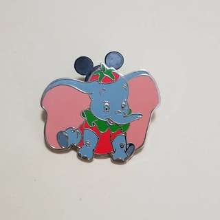 Disney Pin 迪士尼「加利布尼市集」攤位遊戲 徽章 : Dumbo 小飛象