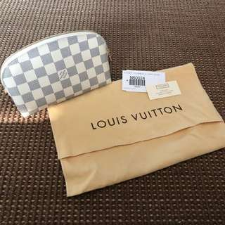 全新 BRAND NEW LV Cosmetic Pouch (with dust bag 連塵袋)