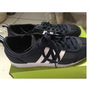 Adidas Black shoes - Almost new!