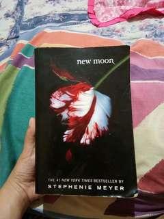 Twilight New Moon (The Twilight Saga Book II)