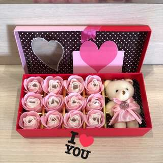 New Arrivals❗️refer to photos for colours avail😀Handmade flower soap 🌹🌷roses gift box 🎁IDEAL GIFT FOR VALENTINE'S DAY/BIRTHDAY/ANNIVERSARY/MOTHER'S DAY 🎁 12 stalks of scented roses 🌹+ a cutie bear *FREE greeting card upon request*