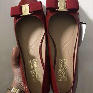 Salvatore Ferragamo Red Ballet Flats Bow Patent Classic Varina