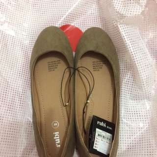 Preloved flatshoes