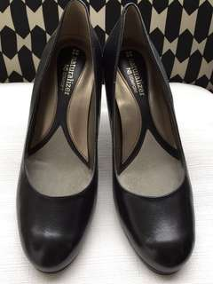 NATURALIZER Black Leather Pumps Size 37