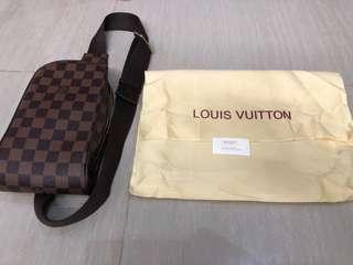 Tas selempang /pinggang Louis Vuitton Geronimos Damier KW
