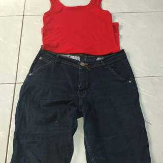 Tangtop merah& celana jeans pendek