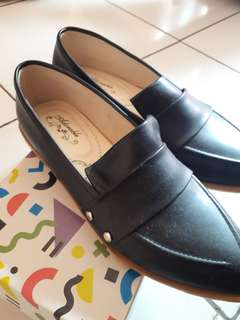 Flatshoes hitam