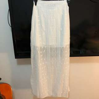 💕RRP:$50 Pretty white long skirt overlay