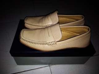 Sepatu Andrew Howard - warna Beige Uk. 42