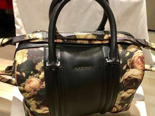 Givenchy two ways bag 100% real  95%新 購自日本 極罕有 可側背、手提、或者作小行李袋