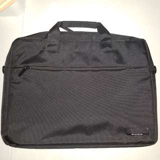 Laptop bag for 15.6in laptops