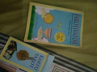 Buku dan kartu tarot