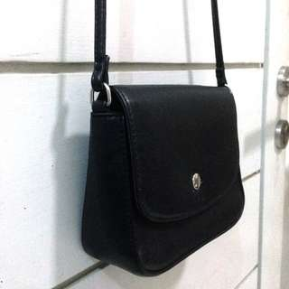 Button Black Slingbag Leather