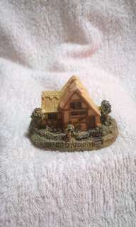 Vintage Leonardo Collection Ceramic Little Cottage Decor