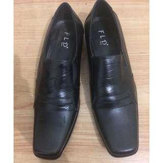 Sepatu formal pria ukuran 43 merk fladeo