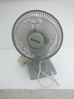 Portable table top fan
