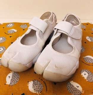 NIKE白色忍者鞋