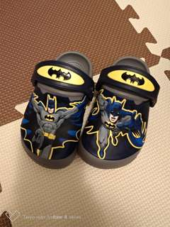 Crocs 卡駱馳 (童鞋) 蝙蝠俠夜光小克駱格(C6號)