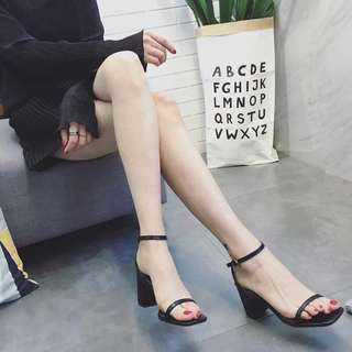 🚚 Black Strap heels