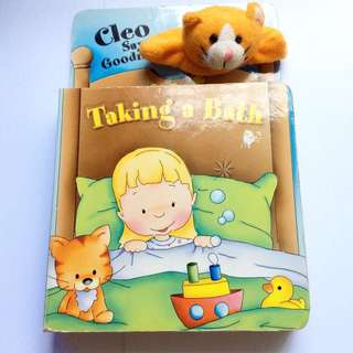 [With Finger Puppet] Cleo Says Goodnight: Taking A Bath - Kid's Board Book.