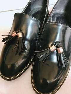 🚚 黑色平底流蘇包鞋