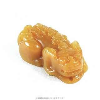 珍珠林~A貨蜜糖黃貔貅尾部與嘴下都有古錢.喻意明財與暗財皆俱.當擺件掛件#355