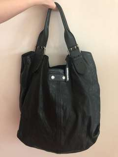 Alexander McQueen black leather bag, 100% real, 95% new