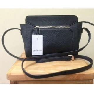 Sling bag stradivarius original