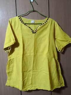 🚚 黃色短袖上衣