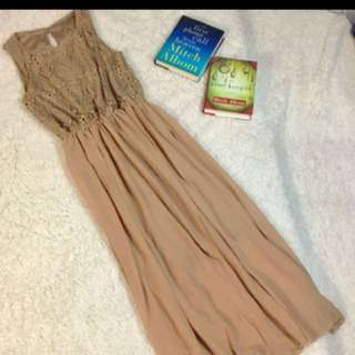 Sale Flowy lace maxi dress