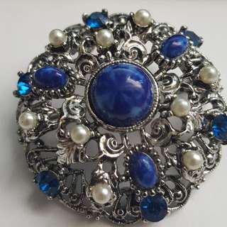 Vintage lisner pin/brooch