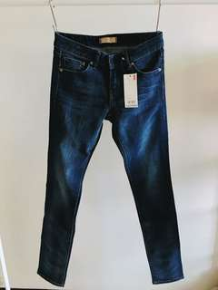 🚚 UNIQLO窄管牛仔褲