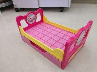 Mell Chan 玩具公仔床
