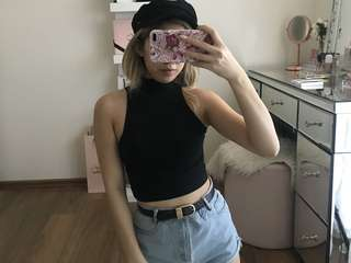 AA crop high neck top
